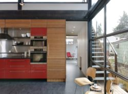 Cuisine et couloir - Floating-home par Ninebark Design - Seattle, USA © Aaron Leitz