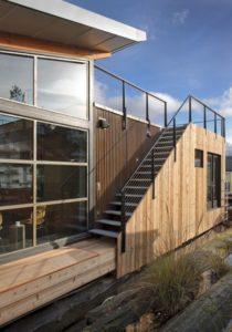 Escalier extérieur accès toit terrasse - Floating-home par Ninebark Design - Seattle, USA © Aaron Leitz