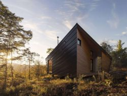 Façade bois - Cabin-Rock par I-Kanda-Architects - New Hampshire- USA © Matt Delphenich