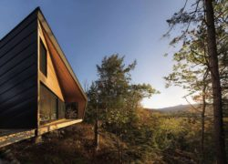 Façade terrasse et Grandes baies vitrées - Cabin-Rock par I-Kanda-Architects - New Hampshire- USA © Matt Delphenich
