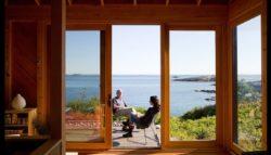 Façade terrasse et grande vitrée - Retreat-Island par Alex Scott Porter Design - USA