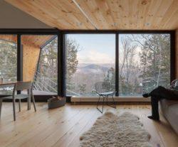 Grande baie vitrée avec vue imprenable - Cabin-Rock par I-Kanda-Architects - New Hampshire- USA © Matt Delphenich