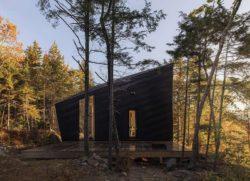 Grande façade terrasse - Cabin-Rock par I-Kanda-Architects - New Hampshire- USA © Matt Delphenich