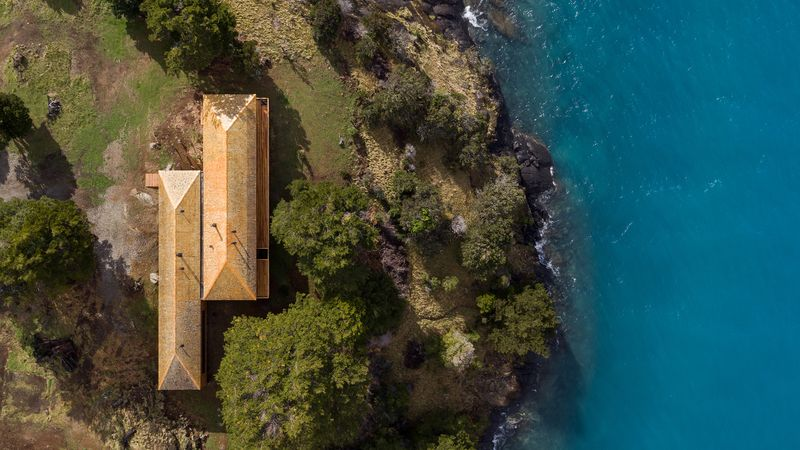 Vue aérienne - Hats House par SAA Arquitectura - Puerto Rio Tranquilo, Chili © Nico Saieh