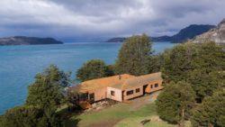 Vue panoramique - Hats House par SAA Arquitectura - Puerto Rio Tranquilo, Chili © Nico Saieh