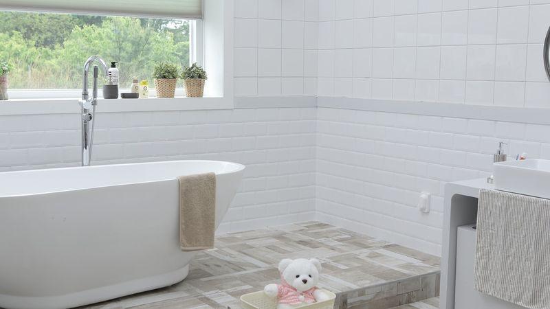 salle-de-bains-avec-faience