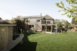 10- 200-Year-Old House par Paul Cashin Architects - Chichester Harbour, Angleterre © Richard Chivers