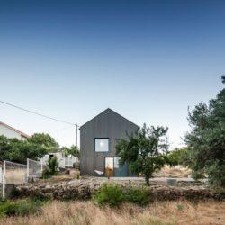 07 - MCR2 House par Filipe Pina - Belmonte, Portugal © Joao Morgado