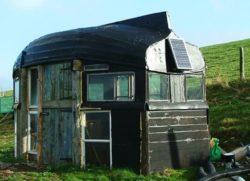 container avec toit en coque de bateau © lecontainer.blogspot