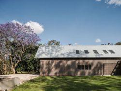 6- The-Barn-House par Paul-Uhlmann-Architects - Pullenvale, Australie © Andy Macpherson Studio