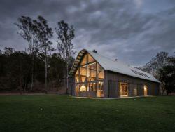 8- The-Barn-House par Paul-Uhlmann-Architects - Pullenvale, Australie © Andy Macpherson Studio