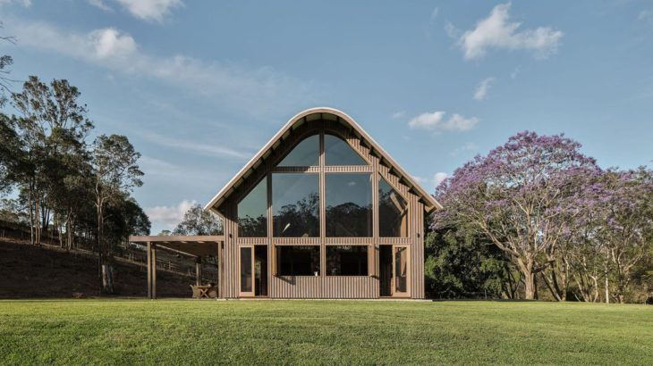 Une-The-Barn-House par Paul-Uhlmann-Architects - Pullenvale, Australie © Andy Macpherson Studio