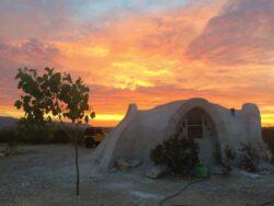 13- Adobe Dome - Texas, USA © Airbnb
