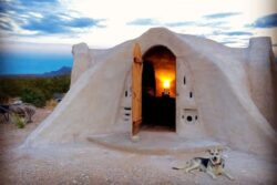 2- Adobe Dome - Texas, USA © Airbnb