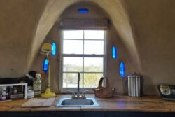 3 - Adobe Dome - Texas, USA © Airbnb
