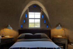 6- Adobe Dome - Texas, USA © Airbnb
