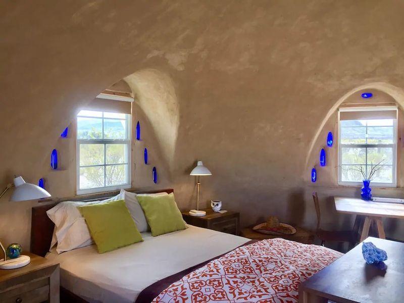 8- Adobe Dome - Texas, USA © Airbnb