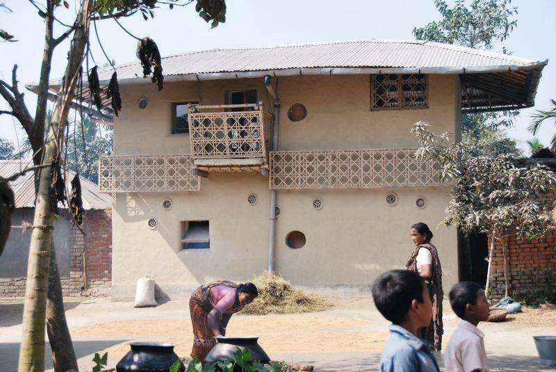 Maison terre battue par Studio Anna Hheringer à Rudrapur (Bangladesh) - photo Katharina Doblinger, B.K.S. Inan