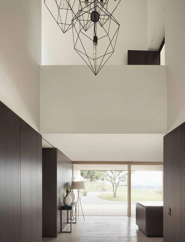 1-House-Three-Eyes-Architekten-Innauer-Matt-Autriche-credits-photos-Adolf-Bereuter