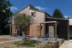 Maison bois bioclimatique en Bretagne - Patrice Bideau - Photo Armel ISTIN