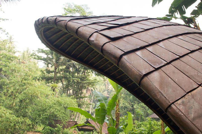 1-Bamboo-buildings-Shell-Bale-Bali-Indonesie-credits-photos-Eduardo-Souza