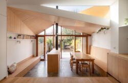 10-Wood-Home-Addition-Turner-Architects-Angleterre-credits-photos-Adam-Scott