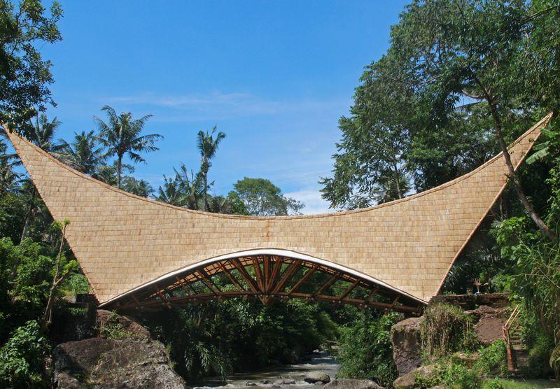 3-Bamboo-buildings-Shell-Bale-Bali-Indonesie-credits-photos-Eduardo-Souza
