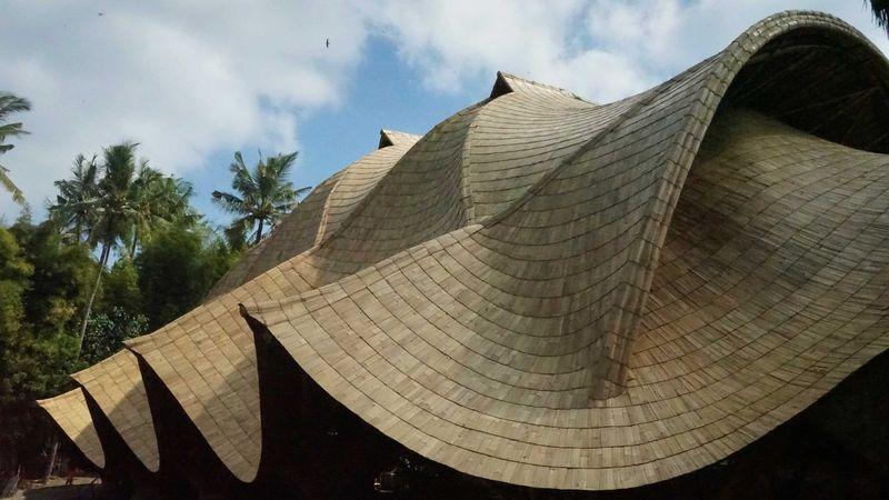 4-Bamboo-buildings-Shell-Bale-Bali-Indonesie-credits-photos-Eduardo-Souza