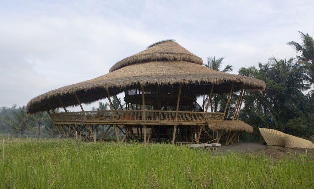 Une-Bamboo-buildings-Shell-Bale-Bali-Indonesie-credits-photos-Eduardo-Souza